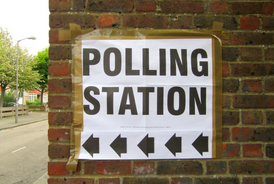 Sign pointing way to an election polling station
